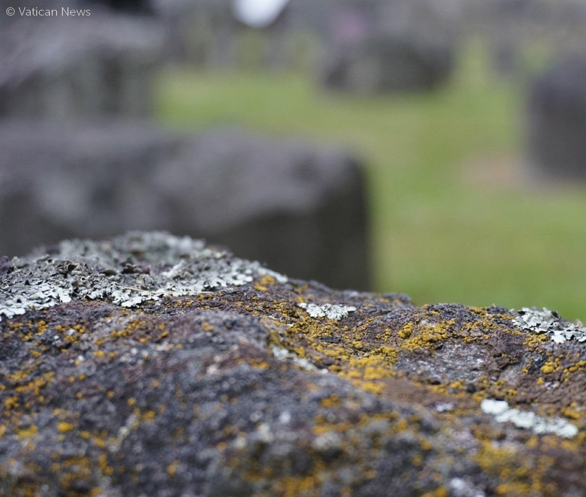 Tidak ada satu batupun akan dibiarkan terletak di atas batu yang lain