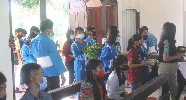 Persembahan dalam Misa HUT THS-THM di Wilayah Toraja (Ist)