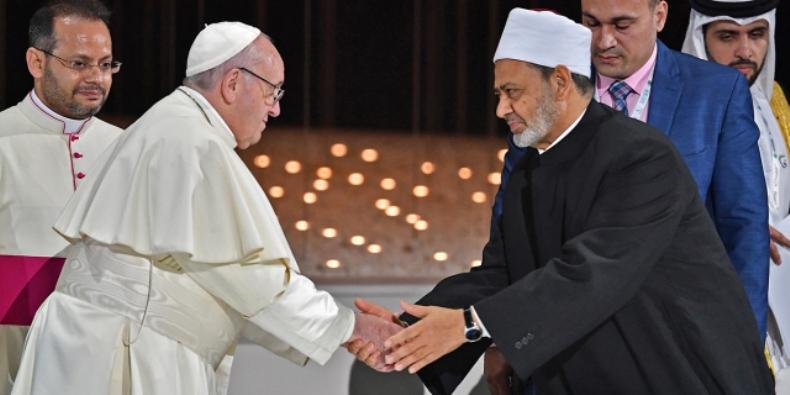 Persaudaraan Manusia.  Paus Fransiskus dan Imam Besar Ahmad Al-Tayyeb (Foto Vincenzo PINTO | AFP)