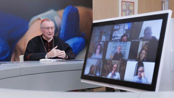 Kardinal Parolin terhubung secara virtual dengan pasien dan staf Rumah sakit AnakKardinal Parolin terhubung secara virtual dengan pasien dan staf Rumah sakit AnakKardinal Parolin terhubung secara virtual dengan pasien dan staf Bambino Gesù Vatikan