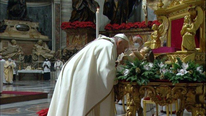 Paus dalam Misa Natal di Malam Hari di Basilika Santo Petrus