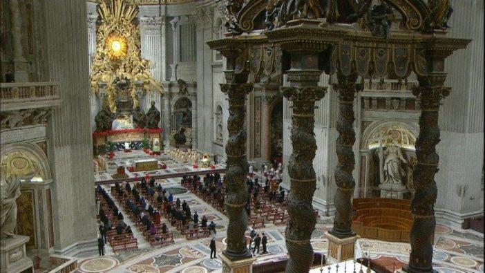 Paus dalam Misa Natal di Malam Hari 3