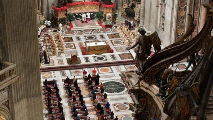 Paus dalam Misa Natal di Malam Hari 4
