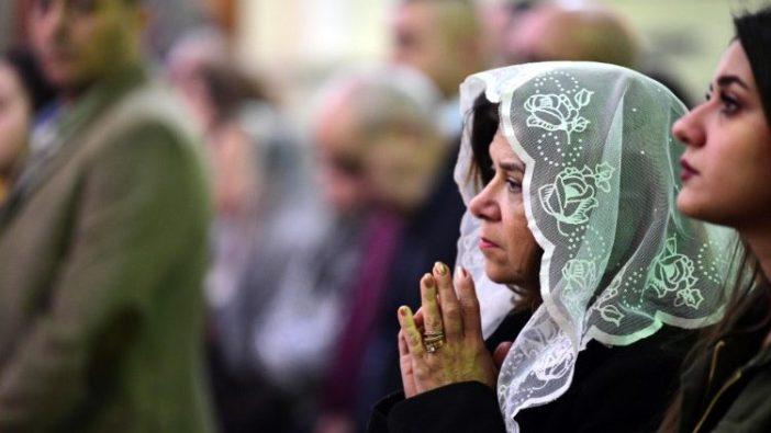 Umat Kristen sedang berdoa di Baghdad, Irak (ANSA)