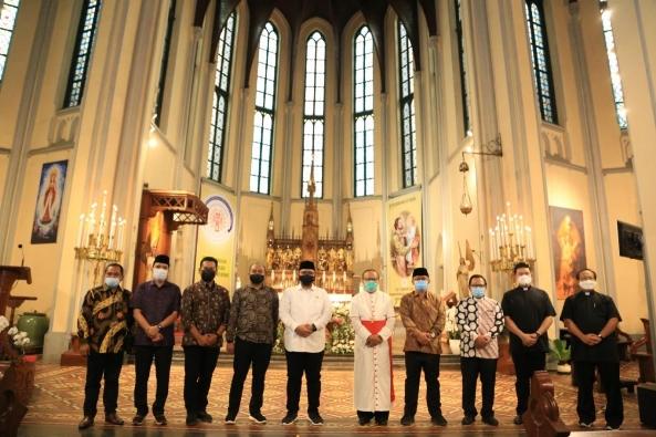 Menteri Agama Yaqut Cholil Qoumas menunjungi Katedral Jakarta (Foto Kemenag)