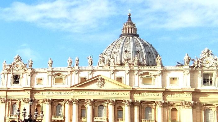 Patung 12 rasul di atas Basilika Santo Petrus (PEN@ Katolik/paul c pati)