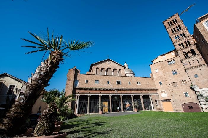 Basilika Santo Yohanes dan Santo Paulus di Bukit Celio (exterior). Basilika ini milik Kementerian Dalam Negeri Italia. © Antoine Mekary | ALETEIA