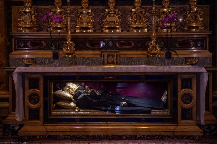 Basilika Santo Yohanes dan Santo Paulus di Bukit Celio. Relikui-relikui Santo Paulus dari Salib. Basilika ini milik Kementerian Dalam Negeri Italia. © Antoine Mekary | ALETEIA