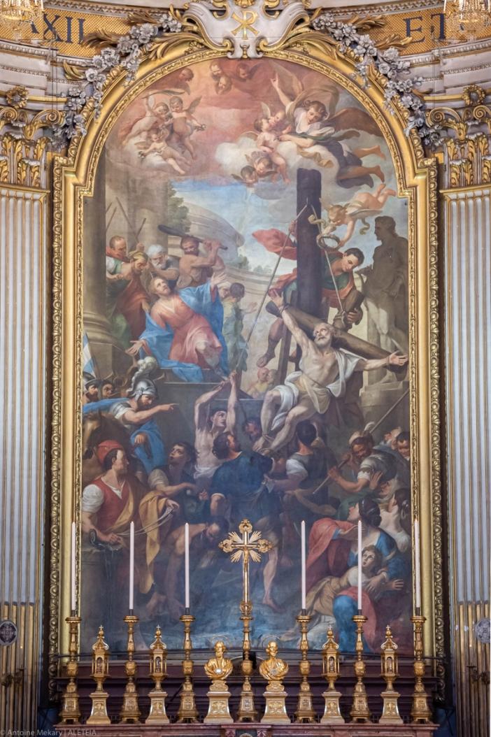 "Altar Basilika Dua Belas Rasul adalah yang terbesar di seluruh Roma dan menggambarkan ""Kemartiran Rasul Filipus dan Yakobus"". Basilika Dua Belas Rasul adalah milik Kementerian Dalam Negeri Italia. © Antoine Mekary | ALETEIA"