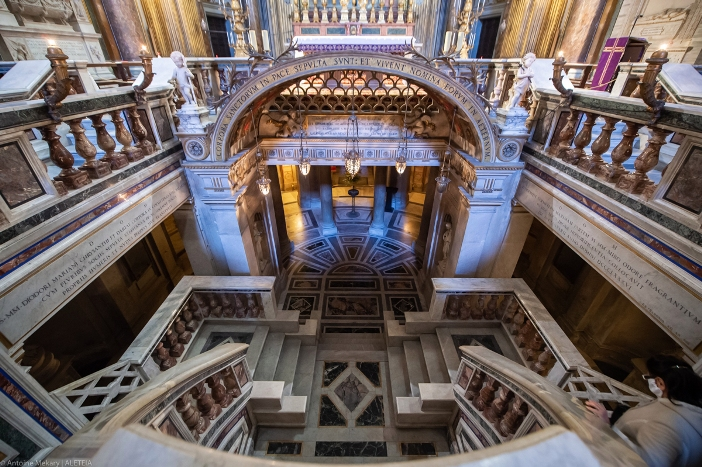Basilika Dua Belas Rasul (ruang bawah tanah dilihat dari atas). Basilika Dua Belas Rasul adalah milik Kementerian Dalam Negeri Italia. © Antoine Mekary | ALETEIA