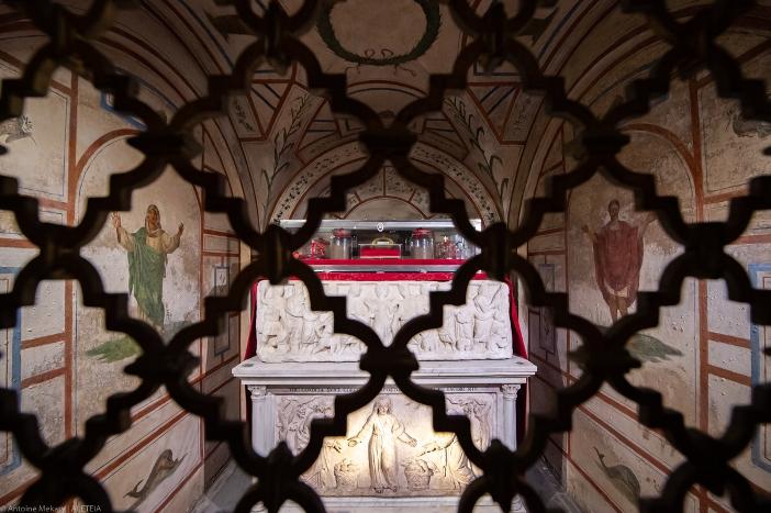 Relikui-Relikui Santo Filipus dan Santo Yakobus di ruang bawah tanah Basilika Dua Belas Rasul. Basilika Dua Belas Rasul adalah milik Kementerian Dalam Negeri Italia. © Antoine Mekary | ALETEIA