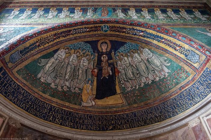 Mosaik di apse Basilika Santa Maria di Domnica (abad ke-9) © Antoine Mekary | ALETEIA