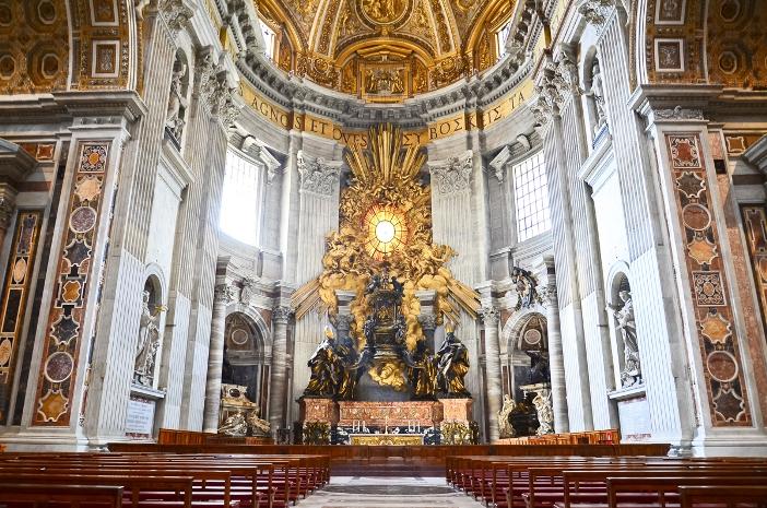 Altar Kursi, di Basilika Santo Petrus © cesc_assawin | Shutterstock