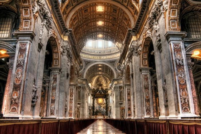 Basilika Santo Petrus (interior) © Andre Nantel | Shutterstock