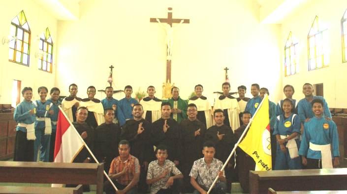 Para frater anggota baru THS-THM berfoto bersama usai Misa penutupan (foto Guido)