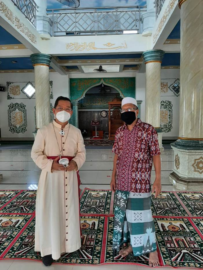 Uskup Manado disambut hangat oleh Ketua MUI Sulut KH Abdul Wahab