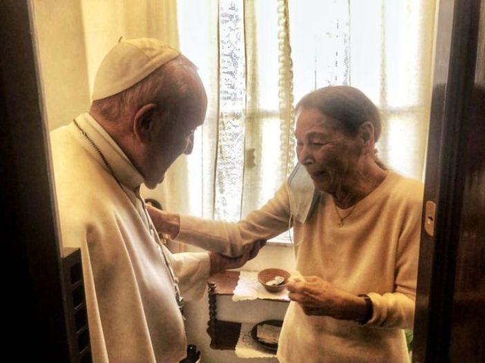 Kunjungan Paus Fransiskus kepada Edith Bruck (Vatican Media)