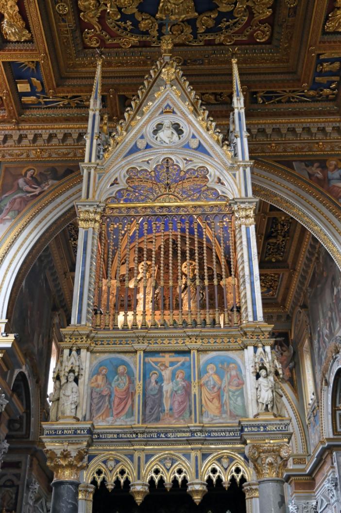 Basilika Santo Yohanes Lateran. Altar tinggi dan sibori. © By Mirec | Shutterstock