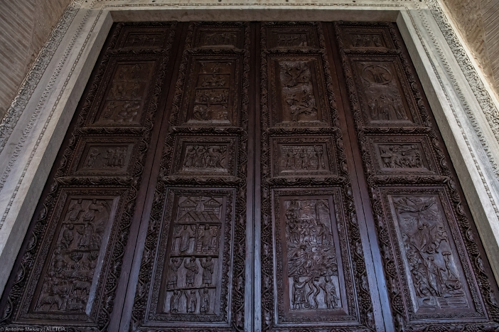 "Pintu kayu dari abad ke-5 di Santa Sabina. Panel menggambarkan adegan-adegan Kitab Suci. Basilika Santa Sabina adalah milik ""Patrimonio del Fondo Edifici Culto - Kementerian Dalam Negeri Italia."" © Antoine Mekary | ALETEIA"