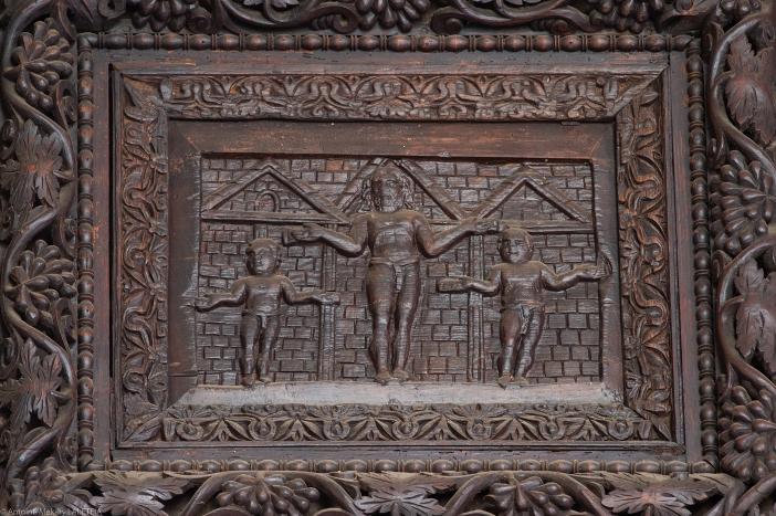 Pintu kayu Santa Sabina (detail). Ini dianggap sebagai representasi pahatan tertua dari Penyaliban Yesus (abad ke-5). © Antoine Mekary | ALETEIA