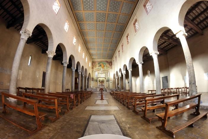 Basilika San Giorgio in Velabro (interior) © marcovarro | Shutterstock