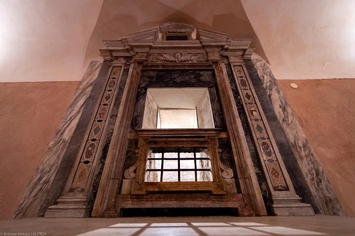 Tempat kemartiran Santo Laurensius (detail), Gereja Santo Laurensius di Panisperna. Gereja Santo Laurensius di Panisperna adalah milik Kementerian Dalam Negeri Italia. © Antoine Mekary | ALETEIA