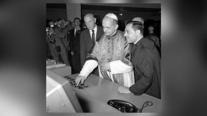Santo Paus Paulus VI mengunjungi pusat transmisi di Santa Maria di Galleria