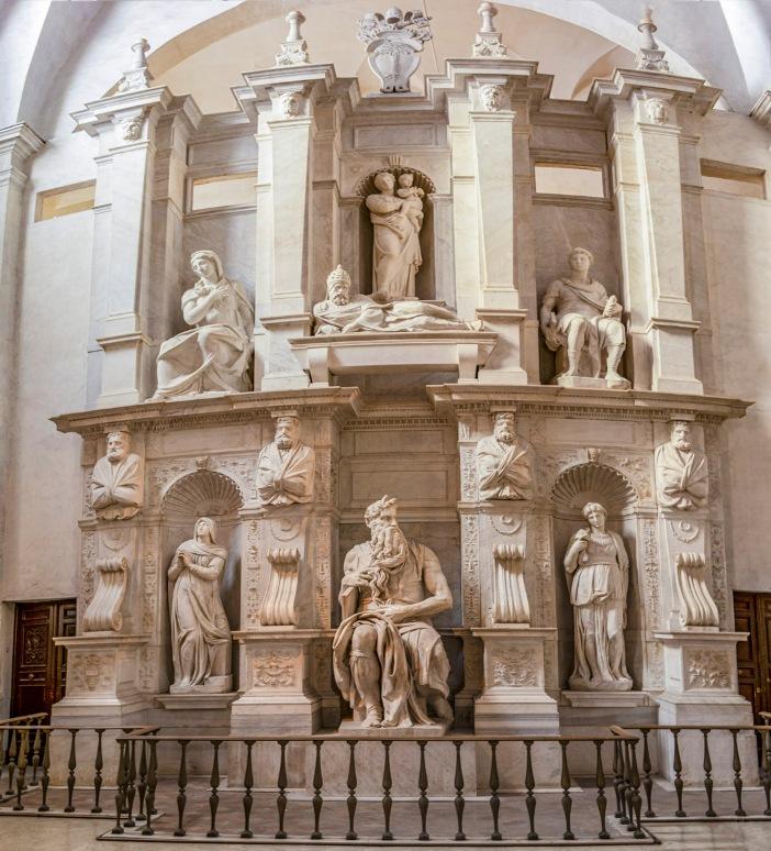 Makam Julius II. Proyek asli, yang jauh lebih besar, hanya diselesaikan sebagian. © REDMASON | Shutterstock