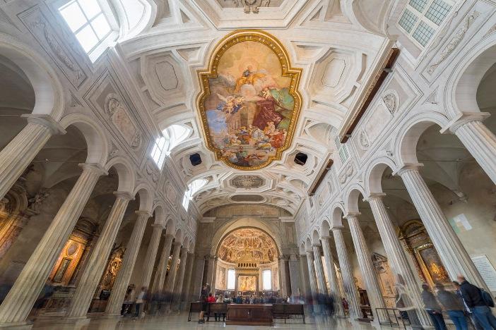 Basilika Santo Petrus dalam Rantai (interior) © NICOLA MESSANA PHOTOS | Shutterstock