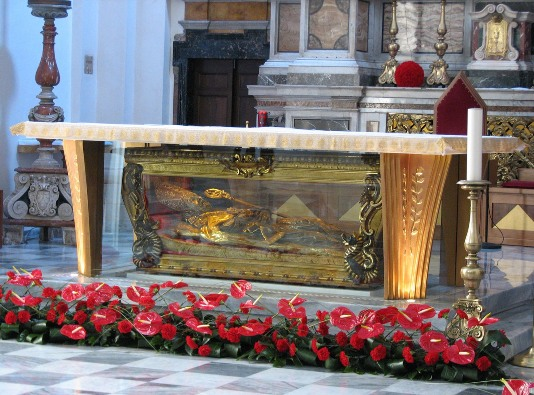 Relikui Santo Valentinus dilestarikan dalam altar utama Basilika Santo Valentinus di Terni, Italia.