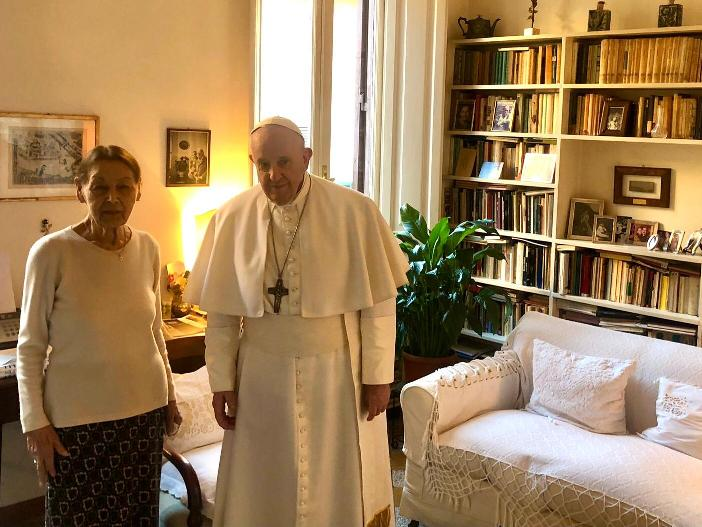 Visit-of-Pope-Francis-to-Mrs.-Edith-Bruck-Vatican-Media-Foto_3