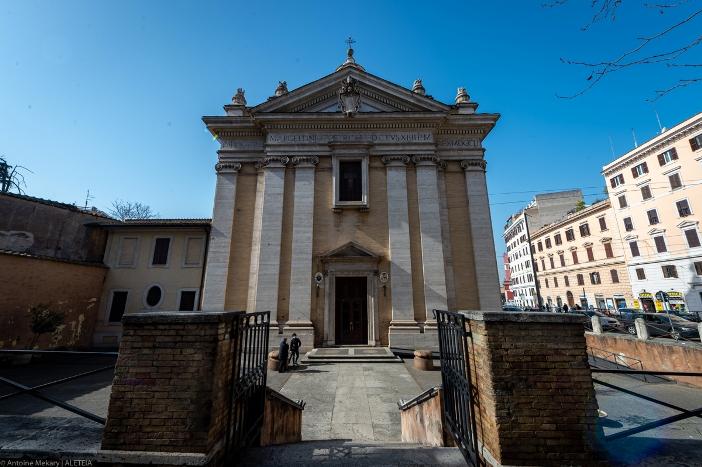 "Basilika Santo Marselinus dan Santo Petrus (bagian depan) - Basilika Santo Marselinus dan Santo Petrus adalah milik Kementerian Dalam Negeri Italia"". © Antoine Mekary | ALETEIA"