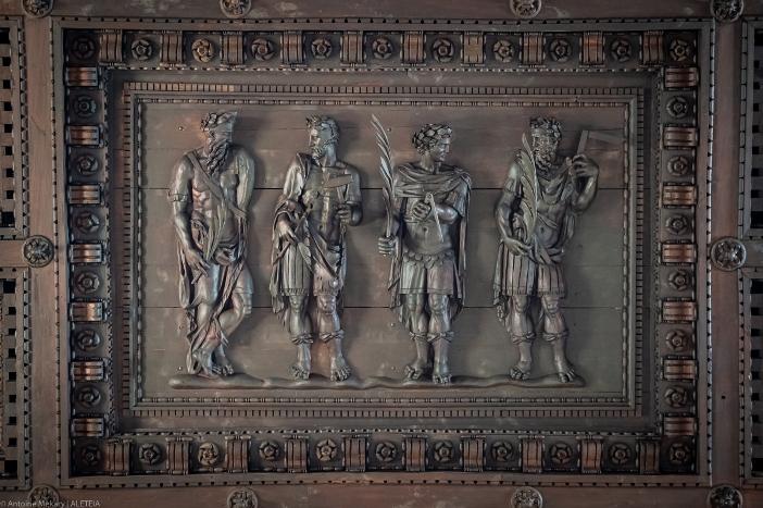 Basilika Santi Quattro Coronati. Penggambaran para martir, di langit-langit kayu transept. © Antoine Mekary | ALETEIA