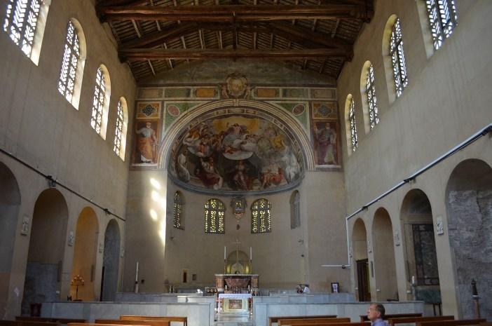 """The interior Basilika Santa Balbina © Mario De Matteis - blog """"I Viaggi di Raffaella"""""""