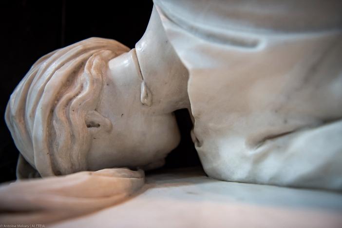 Basilika Santa Cecilia di Trastevere: patung Santa Cecilia. Detail kepala dengan luka leher yang dipotong. © Antoine Mekary | ALETEIA