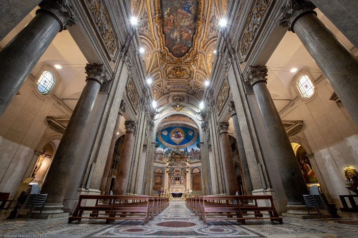 Basilika Salib Suci di Yerusalem (interior). Basilika Salib Suci di Yerusalem adalah milik Kementerian Dalam Negeri Italia. © Antoine Mekary | ALETEIA