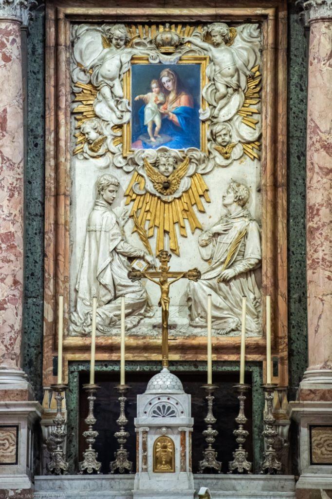 Basilika Santo Eusebius di Esquiline (altar utama). Relief dasar Santo Eusebius dan Santo Vincentius. Basilika Santo Eusebius di Esquiline adalah milik Kementerian Dalam Negeri Italia © Antoine Mekary | ALETEIA