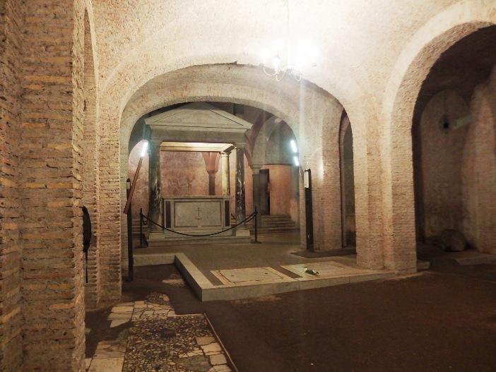 Basilika Santo Klemens. Basilika bagian bawah (abad ke-4) © Palickap, (CC BY-SA 3.0) melalui Wikimedia Commons