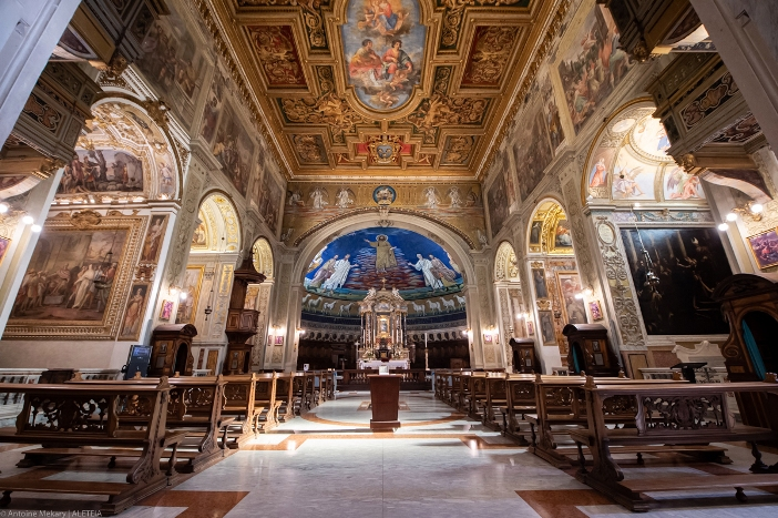 Basilika Santo Kosmas dan Santo Damianus (interior). Basilika Santo Kosmas dan Santo Damianus adalah milik Kementerian Dalam Negeri Italia. © Antoine Mekary | ALETEIA