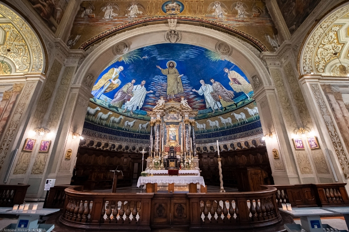 Basilika Santo Kosmas dan Santo Damianus (panti imam dan apse). Basilika Santo Kosmas dan Santo Damianus adalah milik Kementerian Dalam Negeri Italia. © Antoine Mekary | ALETEIA