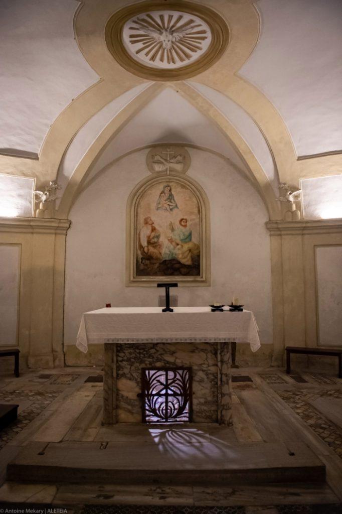 Basilika Santo Kosmas dan Santo Damianus. Panti Imam dan apse dari basilika asli dengan altar Felix IV. Basilika Santo Kosmas dan Santo Damianus adalah milik Kementerian Dalam Negeri Italia. © Antoine Mekary | ALETEIA