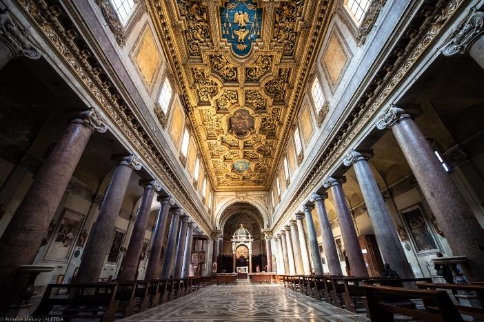 Basilika Santo Krisogonus di Trastevere (interior). Basilika saat ini dibangun di atas gereja yang asli pada abad ke-12. Basilika Santo Krisogonus di Trastevere adalah milik Properti Dana Bangunan Ibadah dari Kementerian Dalam Negeri Italia © Antoine Mekary   ALETEIA