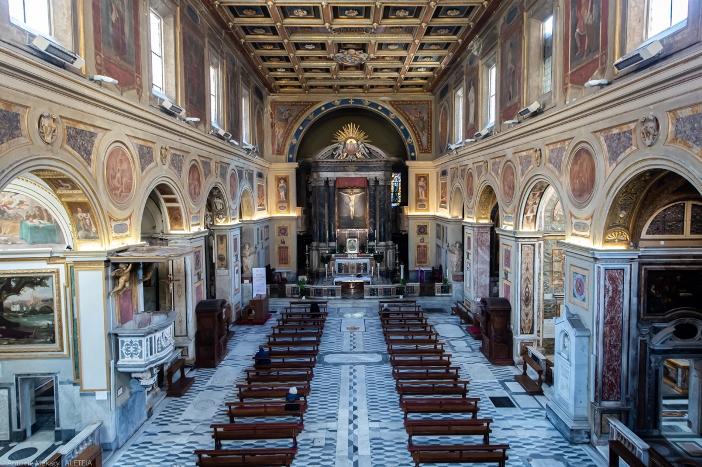 Basilika Santo Laurensius di Lucina (internal). Basilika Santo Laurensius di Lucina adalah milik Kementerian Dalam Negeri Italia. © Antoine Mekary | ALETEIA