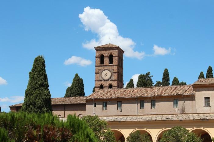 """Pemandangan Basilika Santo Lauresius """"Di Luar Tembok"""" © RaksanstudioSStock   Shutterstock"""