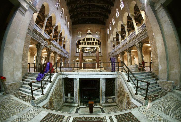 """Panti imam dan apse dari Basilika Santo Lauresius """"Di Luar Tembok"""" © CHRISTOPHE SIMON / AFP © Mario De Matteis - blog """"I Viaggi di Raffaella"""""""