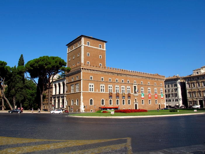 Basilika Santo Markus Penginjil di Campidoglio, di Roma, hanya beberapa langkah dari Piazza Venezia. © Sergey-73 | Shutterstock