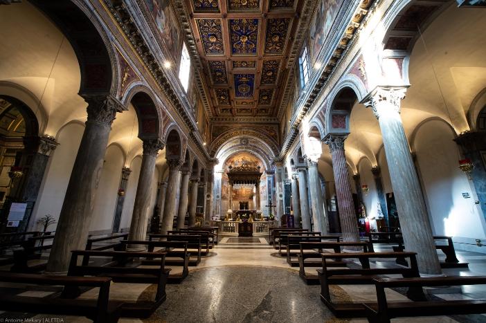 Basilika Santo Nikolas di Carcere (interior). Basilika ini dibangun tahun 1128. © Antoine Mekary | ALETEIA
