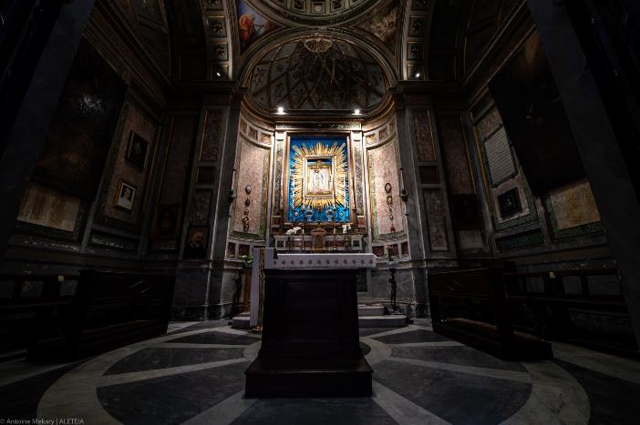 Basilika Santo Nikolas di Carcere. Kapel Bunda Matria Guadalupe. Dikatakan sebagai salah satu gambar Bunda Maria yang menggerakkan matanya tahun 1796 dalam kampanye militer Napoleon di Italia. © Antoine Mekary | ALETEIA