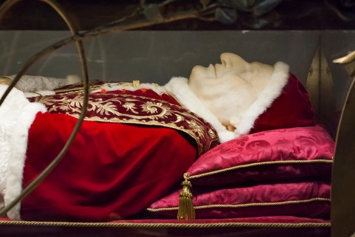Basilika Santo Petrus. Jenazah Yohanes XXIII, dimakamkan di basilika utama. © Conchi Martinez | Shutterstock