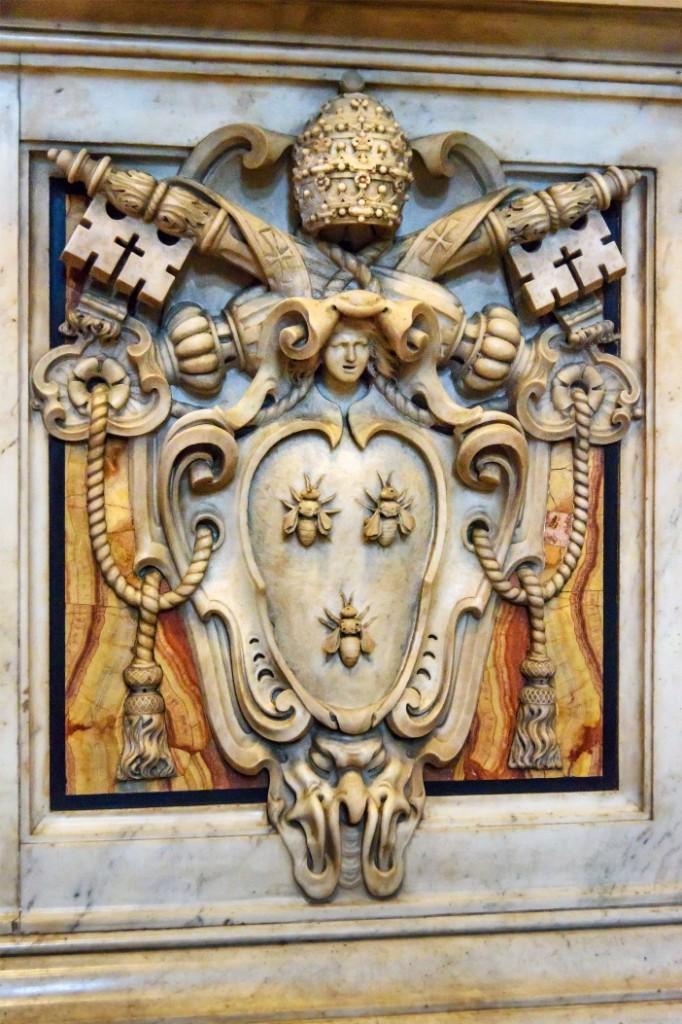 Basilika Santo Petrus. Detail dasar tiang-tiang baldachin. Delapan relief dasar marmer bersama-sama melambangkan siklus kelahiran. © Elena Odareeva | Shutterstock